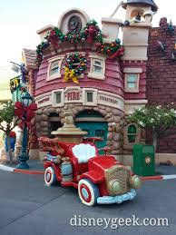 toontown is decorated for christmas u0026 the fire truck is back