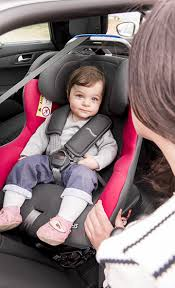 siege bebe renolux bebe dans un siege voiture renolux renolux