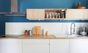 cuisine blanche et bleue décoration cuisine blanche mur bleu canard 88 marseille