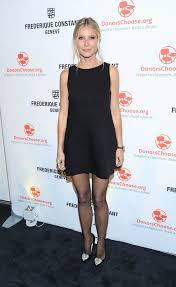 Vanity Fair Gwyneth Gwyneth Paltrow Posts Holiday Gift Guides On Goop With Tom And