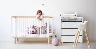 chambre bebe design scandinave meubles chambre bébé bureau coiffeuse chambre enfant mobilier