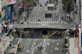 New York Sinkhole Map by Huge Street Sinkhole Disrupts Services Forces Evacuations Near