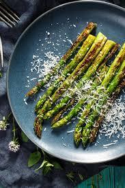 cuisiner asperge verte asperge verte grillée avec l addition du parmesan d un plat image