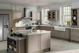 cuisine couleur taupe modele cuisine couleur beige idée de modèle de cuisine
