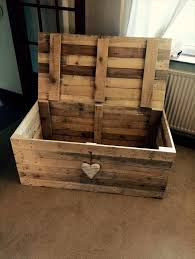 Build Your Own Wooden Toy Box by The 25 Best Pallet Chest Ideas On Pinterest Wooden Trunk Diy