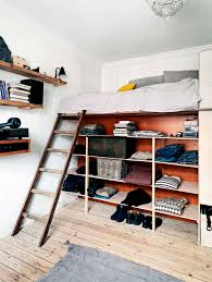 Build A Loft Bed With Storage by Best 25 Elevated Bed Ideas On Pinterest Bed Ideas Dream Rooms