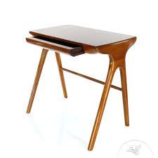 bureau metal et bois petit bureau bois vintage en style surface d socialfuzz me