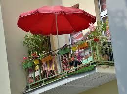 sonnenschirm fã r den balkon für mieter und eigentümer pflanzen grill wäsche es ist nicht