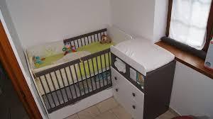 chambre bébé taupe et vert anis les atouts du lit bébé évolutif par julien