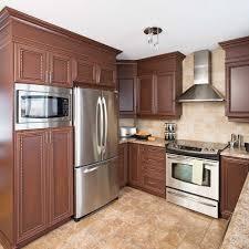 peinture d armoire de cuisine fermer le haut des armoires d une cuisine en mélamine en é