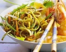cuisine au wok facile recette wok de poulet aux crevettes et à l ananas