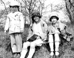 hinterkaifeck crime scene grace budd sitting right is seen here with her sister and