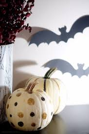 halloween black white and gold home decor on a budget the halloween black white and gold home decor on a budget how to decorate