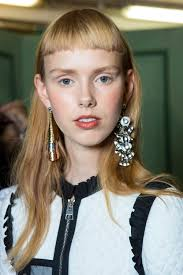 mismatched earrings trend 5 of the best pairs of mismatched earrings to buy now the gloss