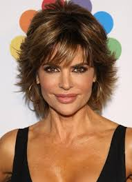 9 short layered hairstyles for fall lisa rinna 50th and razor
