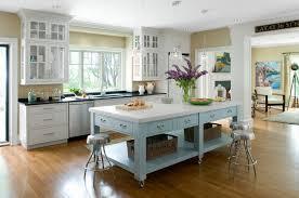 cuisine bleu pastel aménagement cuisine ouverte avec ilot cuisine en image