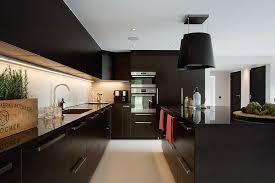 cuisine repeinte en noir cuisine bois cuisine bois douane cuisine repeinte en noir idées
