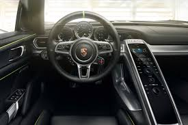 Porsche 918 0 60 - man steals porsche 918 spyder from showroom for a joy ride