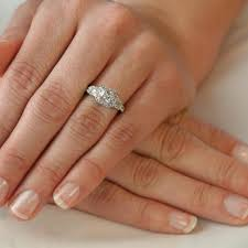 Wedding Ring Finger 7 cool tricks to pick the right engagement ring that will flatter