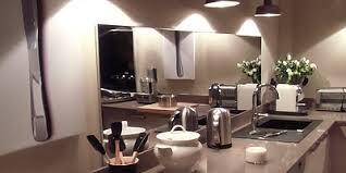 credence cuisine miroir crédence en inox plan de travail inox cuisine décoration murale