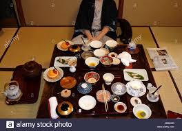 chambre d hote japon auberge traditionnelle japonaise un repas à l intérieur d une