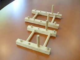 assiettes en bois transformez votre range assiette en bois bon marché en un support