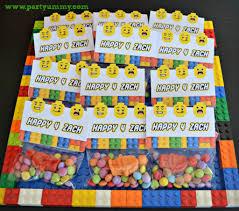 petits cadeaux anniversaire pochettes surprise et cadeaux d u0027invités lego myplanner le blog