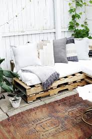 canapé avec palette canape avec lit neu ment faire un canapé en palette le tuto diy