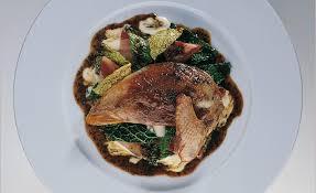cuisiner une poule faisane poule faisane rôtie chou et lard par alain ducasse