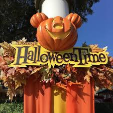 Mickeys Halloween Treat by Mickey U0027s Halloween Party 2017 My Life Is A Journey Not A