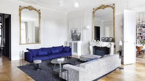 canap bleu roi un appartement haussmannien sublimé par un accord des styles