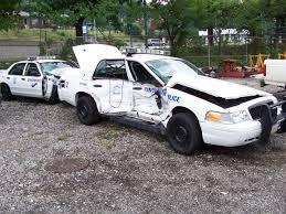 file crashed 2004 ford crown victoria pi jpg wikimedia commons