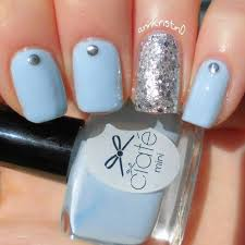 silver glitter accent nail and light blue nail by kristin