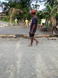 kepala desa dan babinsa dibantu bpd awasi proyek rabat beton di