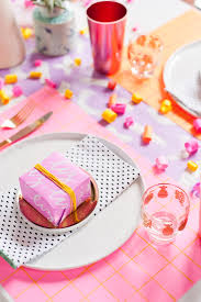 5 budget friendly diy ways to colorize your dinner table paper