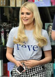 coronation street hair transplants coronation street s lucy fallon gets hair extensions daily mail