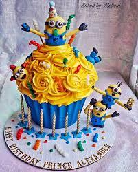 minion cupcake cake best 25 cupcake minions ideas on minion cupcakes