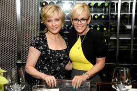 amy carlson shortest hairstyle amy carlson pictures photos images zimbio