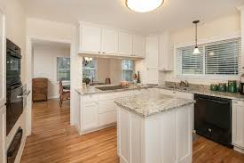 traditional kitchen with crown molding breakfast nook in