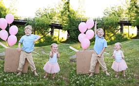 gender reveal balloons in a box its a central iowa gender reveal photographer captured by heidi