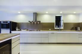 mod鑞e de cuisine moderne mod鑞es de cuisines am駭ag馥s 28 images eclairage hotte cuisine