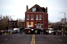 st louis moves 3 story house out of nga site st louis public radio