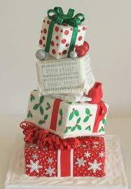 christmas wedding cakes 30 adorable christmas wedding cakes weddingomania weddbook