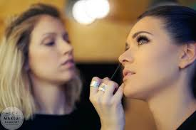 makeup artist online school here s everything you need to before attending an online