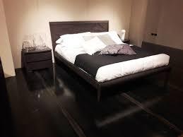 letti e comodini letto con testata in legno incisa e 2 comodini experience