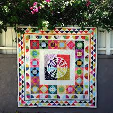 quilt pattern round and round medallion quilt pattern free 6 the center medallion is my right