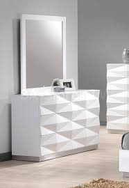 Mirrored Furniture Bedroom Set Verona Unique 3d Surfaces Dresser And Mirror In White Lacquered