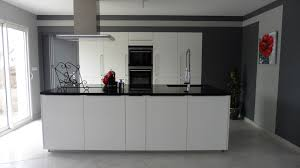 cuisine blanche et mur gris cuisine americaine blanche et grise frais cuisine moderne grise et