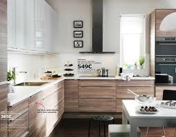 cuisine blanc et noyer idée relooking cuisine modèle de cuisine ikea faktum sofielund