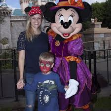 reese witherspoon and tennessee toth at disneyland 2016 popsugar